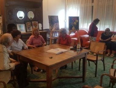 Polaznici rade na autorskoj predstavi diplomirane dramaturginje Maje Sviben a na temu okupljanja povodom godišnjice mature