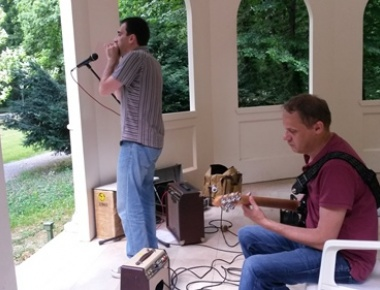 Tomislav Goluban, usna harmonika i Nebojša Buhin, gitara, 26. lipnja 2016.